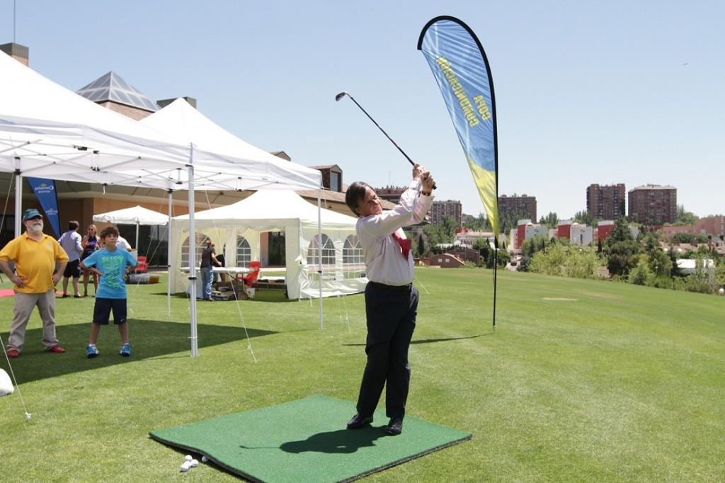 Ignacio Garcia Vinuesa practicando golf